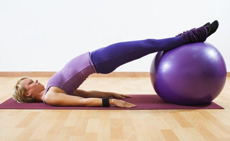 Pilates ajuda a fortalecer coluna, músculos da coxa e assoalho pélvico