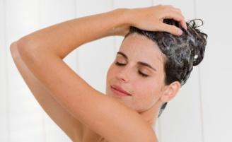 Xampu antirresíduos para limpar os fios