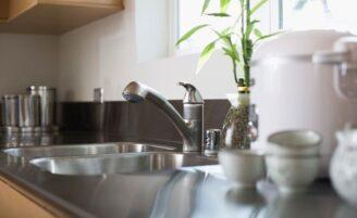 Como organizar a pia da cozinha