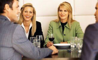 Como se portar em um almoço de negócios