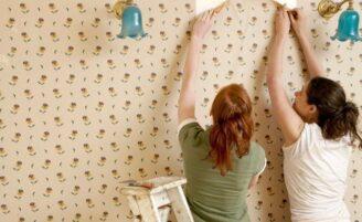 Como tirar manchas do papel de parede?