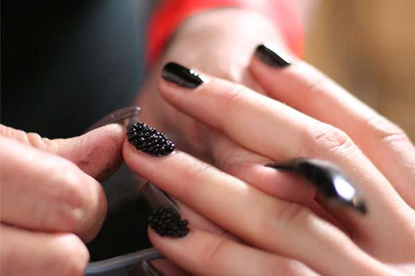 como fazer unhas caviar Unhas de caviar
