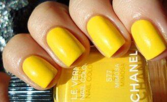 Esmalte amarelo é tendência