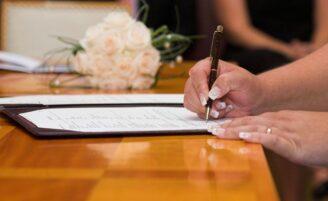 Mudar ou não o nome após o casamento?