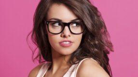 Invista nos óculos com armação pesada