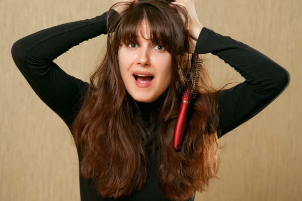 12 erros que podem detonar seu cabelo 12 erros que podem detonar seu cabelo