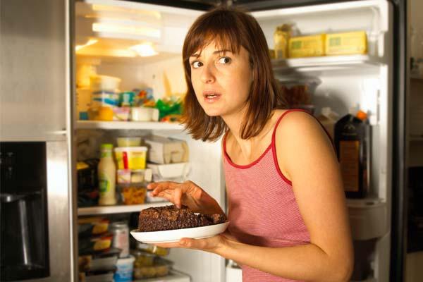comer muito a noite realmente faz mal Comer muito à noite realmente faz mal?