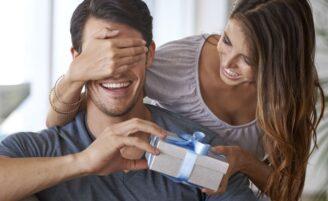Presentes para namorado: ideias criativas e 16 sugestões para não errar na escolha