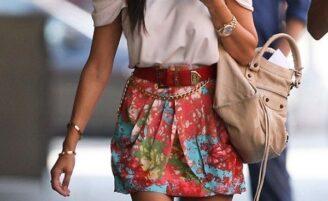Na moda da saia de cintura alta