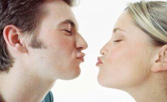 5 benefícios do beijo