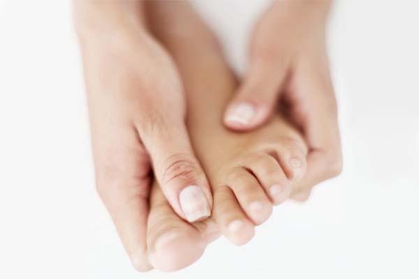 Los síntomas y el tratamiento del hongo de las uñas