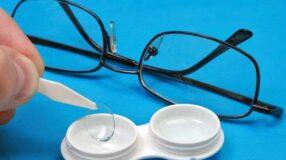O que é melhor: usar óculos ou lentes?