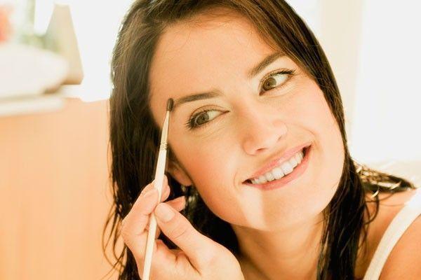 sobrancelhas grossas Sobrancelhas grossas estão em alta no verão 2012