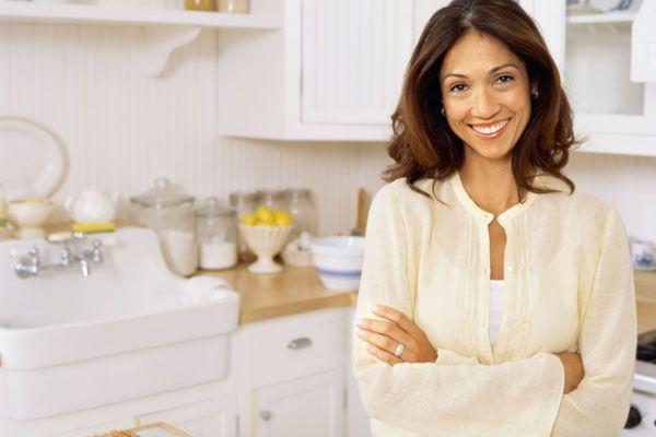 Como eliminar o mau cheiro da cozinha  Dicas de Mulher # Cheiro De Mofo Armario De Cozinha