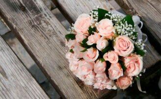 Como escolher a cor do buquê de noiva