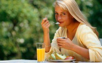 Inclua o iogurte natural no seu cardápio