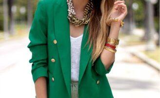 A moda do blazer colorido