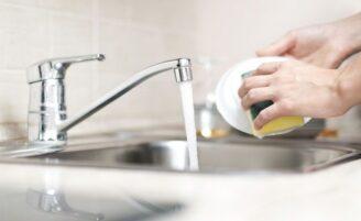 Como lavar a louça