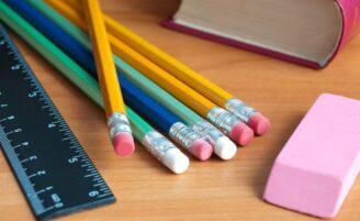 Como economizar na compra de material escolar
