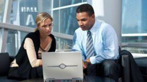 Empresas checam perfil de candidato nas redes sociais antes de contratar