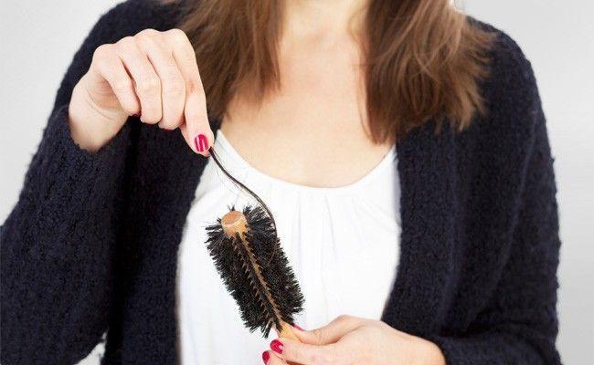 como limpar escova cabelo Como limpar escovas e pentes