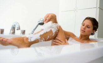 Passo-a-passo para uma depilação com lâmina segura e eficaz