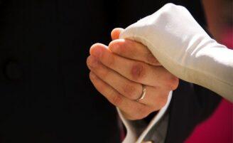 Opções de luvas para noivas