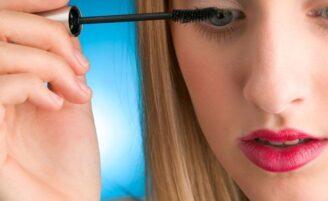 Como fazer uma maquiagem bonita com apenas 5 itens