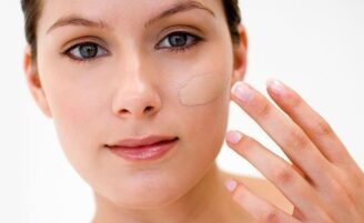 Erros de maquiagem que envelhecem o rosto