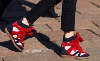 Sneaker com salto embutido