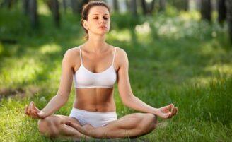 De bem com a saúde e em forma com a ajuda da ioga