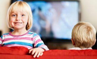 O que as crianças podem aprender com programas infantis?