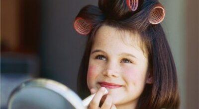 A hora certa de usar produtos de beleza nas crianças