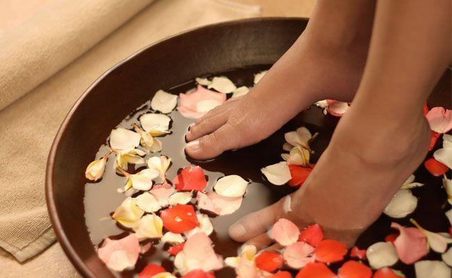escalda pés Escalda pés ajuda a relaxar e alivia dores