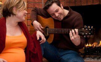 Musicoterapia para a gestante e a família