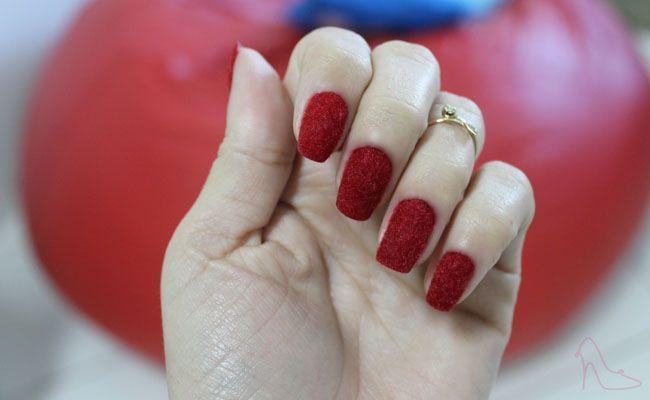 unhas de veludo vermelho Unhas de veludo