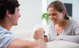 5 sinais de que ele vai te pedir em casamento
