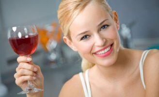 Estudo aponta que consumo de álcool pode prevenir artrite