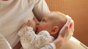 Bebês podem ter alergia ao leite materno