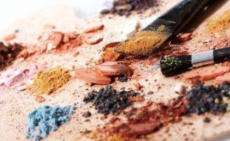 Como recuperar maquiagem quebrada ou seca