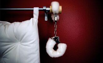 """10 ideias para trazer """"50 tons de cinza"""" para dentro do seu quarto"""