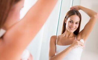 Como evitar manchas de desodorante nas roupas