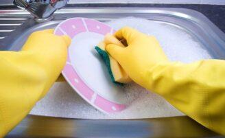 Lavar a louça com detergente ou sabão em barra?