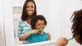 4 maneiras de ensinar hábitos de higiene aos seus filhos
