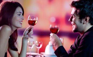 Beber com o parceiro pode melhorar seu relacionamento