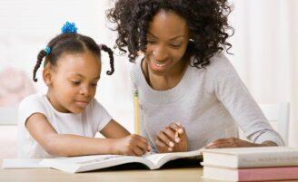 Como ajudar seu filho a se organizar com os estudos