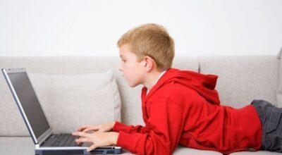 Como controlar o que o seu filho vê na internet sem invadir a privacidade