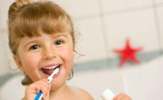 Dicas para incentivar as crianças a escovarem os dentes