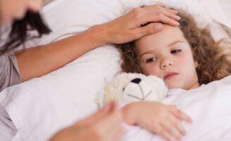 Saiba quando medicar a febre infantil