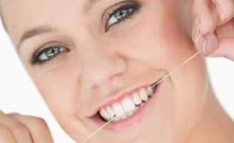 A importância do uso diário do fio dental para a saúde bucal